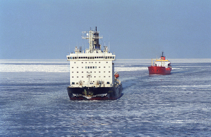 Nuclear icebreakers are operated by Rosatomflot, a subsidiary of Rosatom. Photo: Vaigach nuclear ice-breaker and Vilyuysk liquid cargo carrier in the Kara Sea