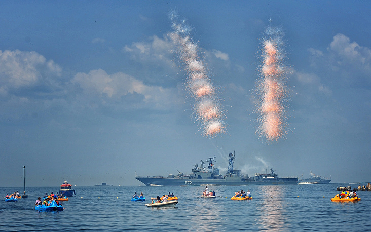 The Admiral Vinogradov destroyer takes part in the celebrations of the Russian Navy Day in Vladivostok