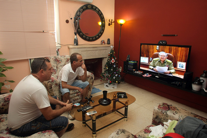 Photo: Two men watch the broadcasting of the speech of Cuban President Raul Castro at a house in Havana