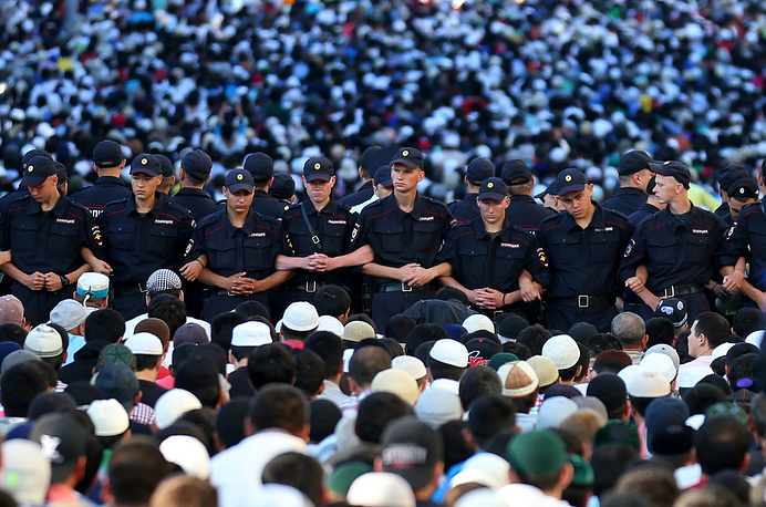 Policemen at the Muslim holiday Uraza Bairam celebrations near Moscow's cathedral Mosque