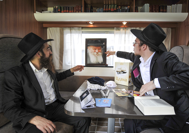 Rabbis from Israel, the United States and Europe arrive in Novosibirsk as part of the mobile synagogue tour across Russia