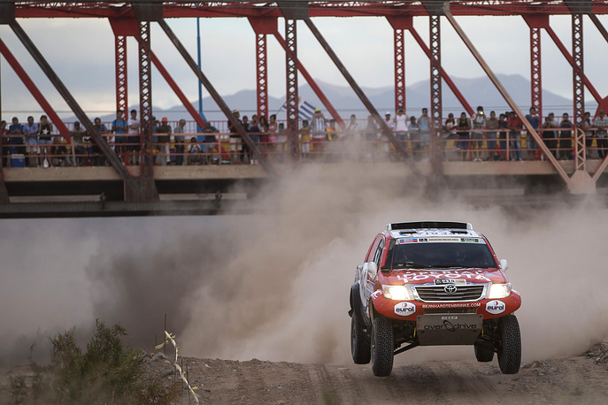 Toyota driver Bernhard Ten Brinke of Netherlands and co-pilot Tom Colsoul of Beligum race during the third stage of the Dakar Rally 2015 between the cities of San Juan and Chilecito, Argentina, Tuesday, January 6