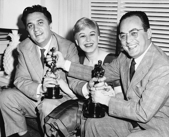 "Federico Fellini, his wife Giulietta Masina and Dino De Laurentiis holding the Oscars awarded for ""La Strada"", 1957, Los Angeles, USA"
