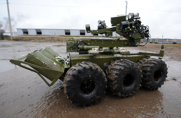 Mobile robotic unit Metallist at a training range, Russia
