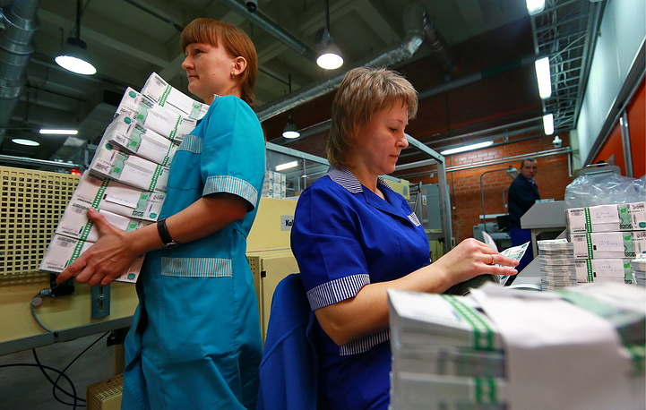 Employees of Goznak (Russian enterprise responsible for the production of coins and bank notes) printing factory in Perm packing 1000 ruble notes