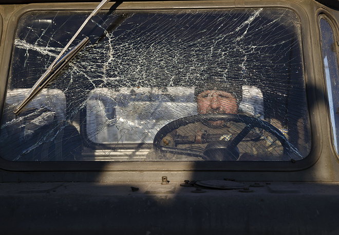 Ukrainian President Petro Poroshenko announced a decision on February 17 that all the units of Ukraine's Armed Forces should be withdrawn from the strategic town of Debaltsevo. Photo: Ukrainian serviceman while pulling out of Debaltsevo, February 18, 2015