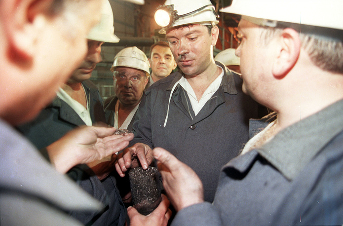 Following the crisis in 1998, Nemtsov was forced to resign his position of Deputy Prime Minister. Photo: Boris Nemtsov during a meeting with the miners, 1998