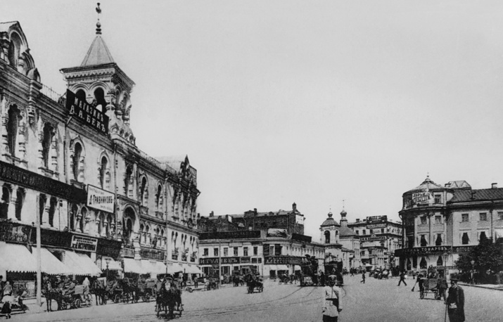 Maroseyka street, the Polytechnic Museum, one of the oldest science museums in the world, on the left, 1900