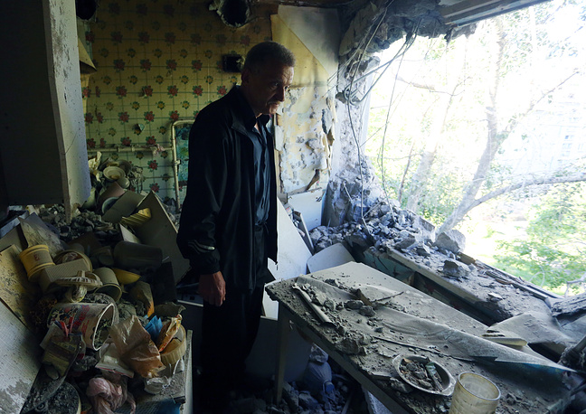 Four local civilians were wounded in Donetsk this weekend as a result of a massive shelling carried out by Kiev forces, the head of the local administration said on Monday