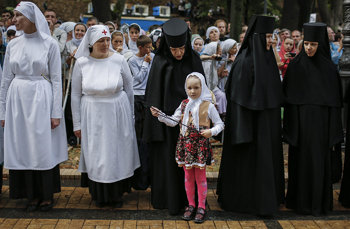 Ukrainian nuns and believers waiting for a prayer service marking the the1000th anniversary of the death of Great Prince Vladimir at St. Vladimirs Hill in Kiev, Ukraine