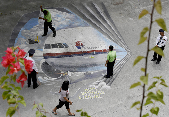 Mural depicting the missing Malaysia Airlines Flight 370 in Manila, Philippines