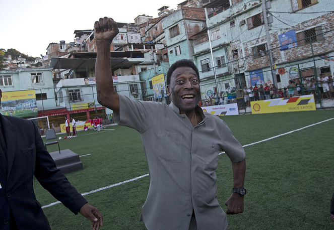 In 1999, Pele was elected Athlete of the Century by the IOC. In 2013 he received the FIFA Ballon d'Or Prix d'Honneur in recognition of his career and achievements as a global icon of football