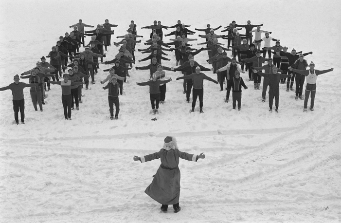 Grandfather Frost working out outdoors in Moscow, 1985