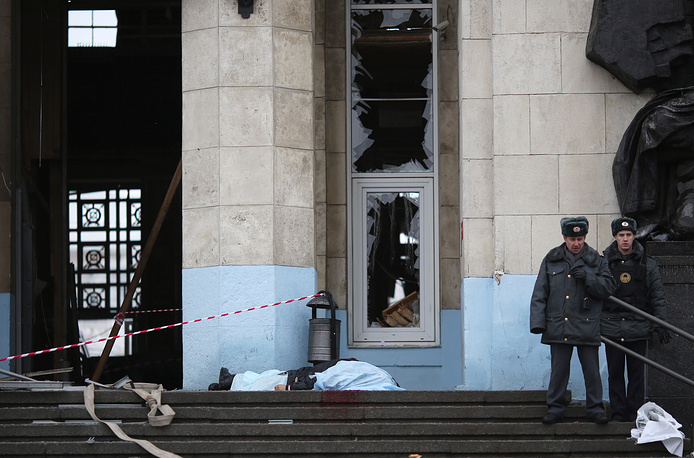 14 people were killed and 49 wounded in a terrorist act at Volgograd railway station on December 29, 2013. Photo: Russian policemen at the explosion site on the entrance of the Volgograd railway station