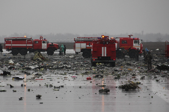 Debris of a Boeing 737-800 on the runway of Rostov-on-Don airport