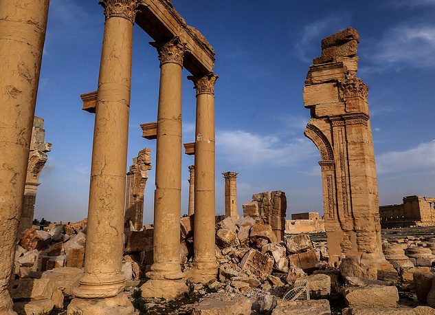 The remaining part of the Arch of Triumph in the historic part of the city