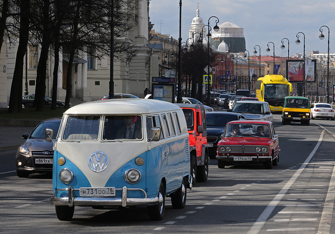 Parade of vintage cars on Vasilevsky Island in Saint Petersburg