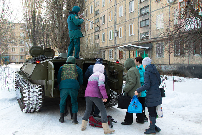 Evacuation of people from Donetsk's Kievsky district after a shelling attack.