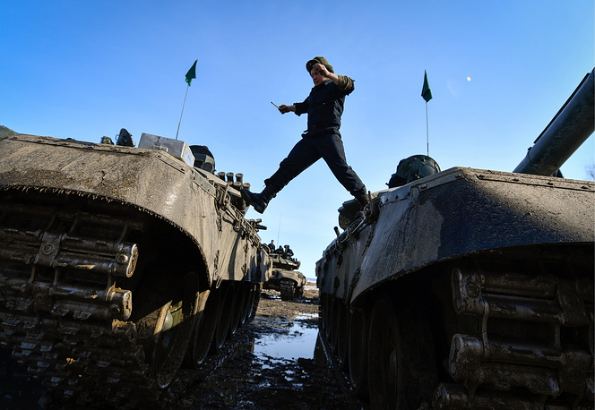 An individual tank race, part of a qualifying round for the 2017 Tank Biathlon international contest in Khabarovsk territory