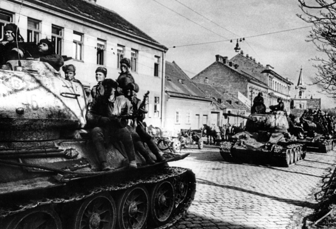 Red Army marches on to Vienna, 1945