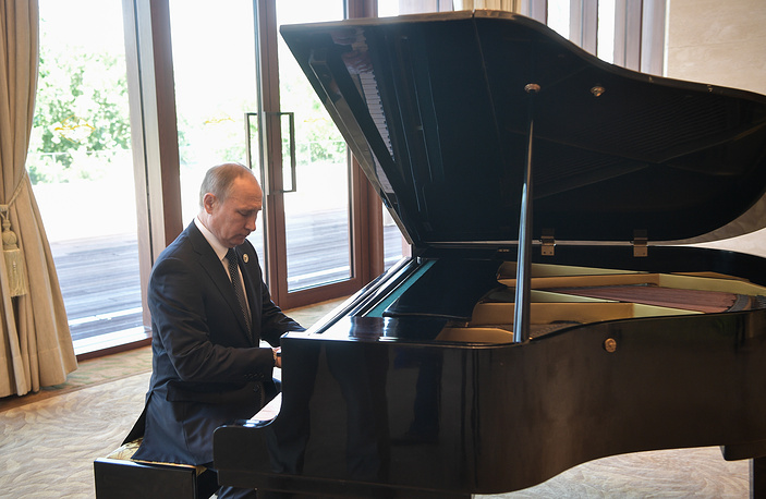 Russia's President Vladimir Putin plays the grand piano ahead of a meeting with China's President Xi Jinping at the Diaoyutai State Guesthouse, China, May 14
