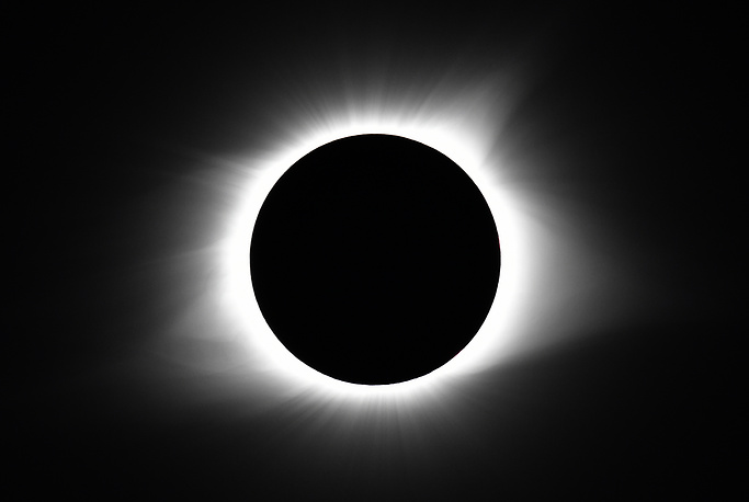 The moon covers the sun during a total eclipse on August 21, 2017, in Cerulean, Kentucky, USA