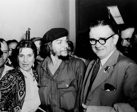 In 1952 and 1953 Che Guevara travelled across Latin America and was shocked to see the economic disparity in the region. It convinced him violence was necessary to overturn Latin America's unjust social order. Photo: Ernesto Che Guevara is flanked by his parents on their arrival at airport in Havana, Cuba, 1959