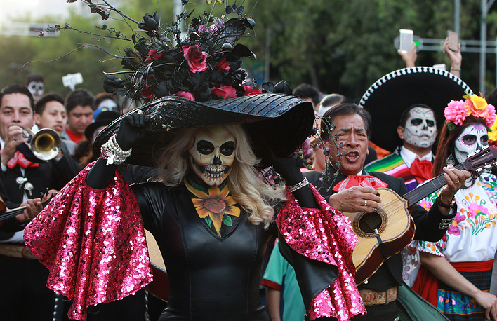 People participate in the parade of 'Catrinas', in Mexico City