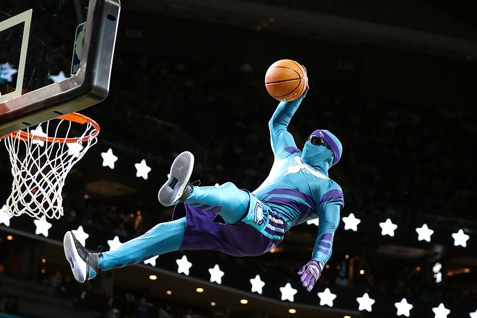 Charlotte Hornets mascot makes a dunk during a break in the second half against the LA Clippers at Spectrum Center in Charlotte, USA, November 18
