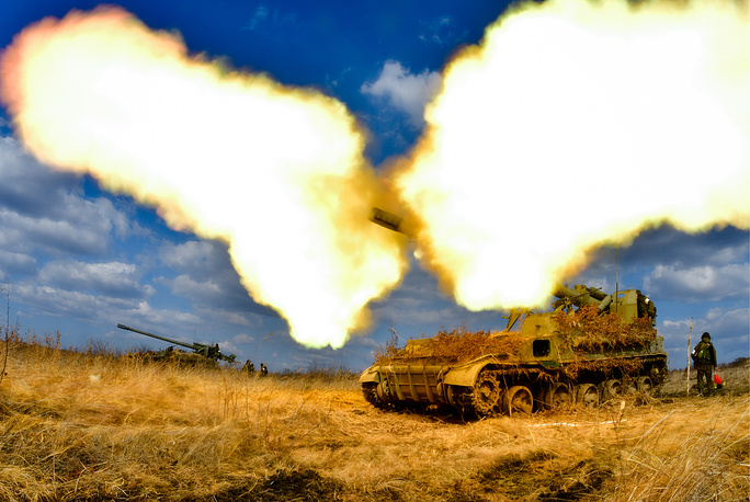 A 2S5 Giatsint self-propelled gun fires during tactical exercises held by artillery detachments of the Russian Eastern Military District's 5th Army at the Sergeyevsky training ground, March 21
