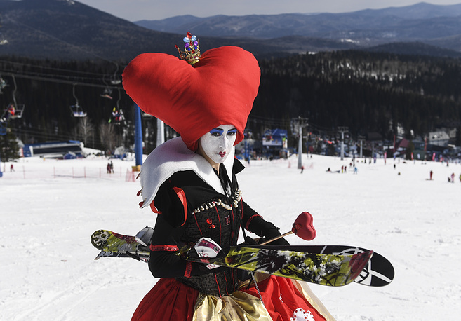 A participant of the Grelka Fest 2017 festival at the Sheregesh ski resort, April 8
