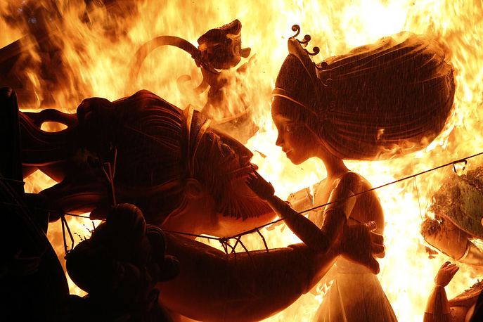 """Monuments burn in a fire during the traditional """"Las Fallas"""" festival in Valencia, Spain"""