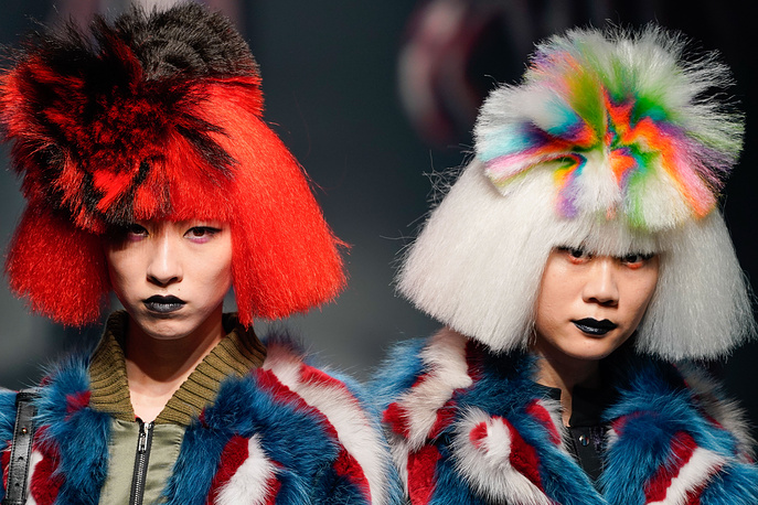 Models present creations from the Autumn/Winter 2018 collection by Chinese born designer Viviano Sue for the label 'Viviano Sue' during the Tokyo Fashion Week in Tokyo, Japan, 21 March