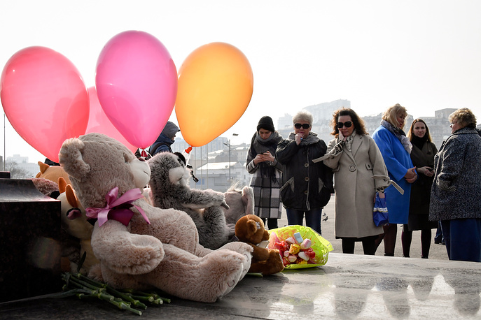 People bringing toys and flowers to Vladivostok's Central Square to pay their respects to the victims of Sunday's tragic fire at the Zimnyaya Vishnya shopping center, which took the lives of 64 people, many of them children, in Kemerovo, Russia, March 27