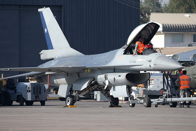 General Dynamics F-16 Fighting Falcon supersonic multirole fighter aircraft
