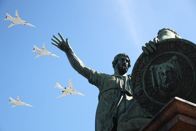 Tupolev Tu-160 strategic bomber and Tupolev Tu-22M3 strike bomber aircraft fly over a monument to Kuzma Minin and Dmitry Pozharsky in Moscow's Red Square