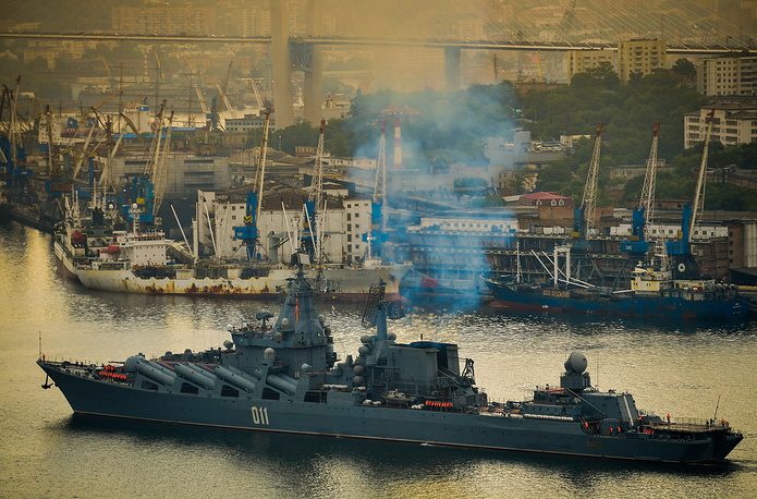 The flagship of the Russian Navy's Pacific Fleet, Varyag missile cruiser, entering the Golden Horn Bay in Vladivostok on Russia's Pacific coast