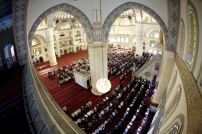 People pray in the start of the Eid al-Adha, at the Kocatepe mosque in Ankara, Turkey