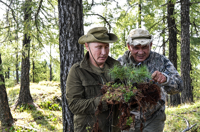Russian President Vladimir Putin and Minister of Defense Sergei Shoigu in the Sayano-Shushensky Nature Reserve in the West Sayan Mountains in the Tuva Region, August 27