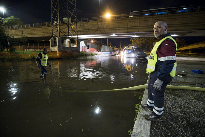 Several cars and buses have been stuck in inundated streets in Rome