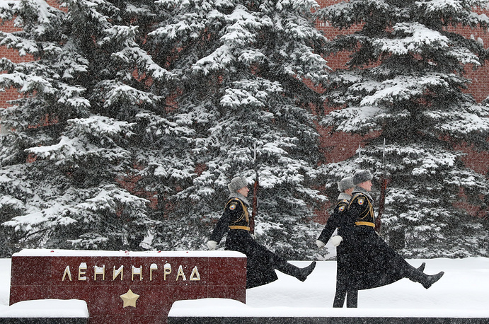 Guards of honour stand by the eternal flame at the Tomb of the Unknown Soldier in Moscow's Alexander Garden
