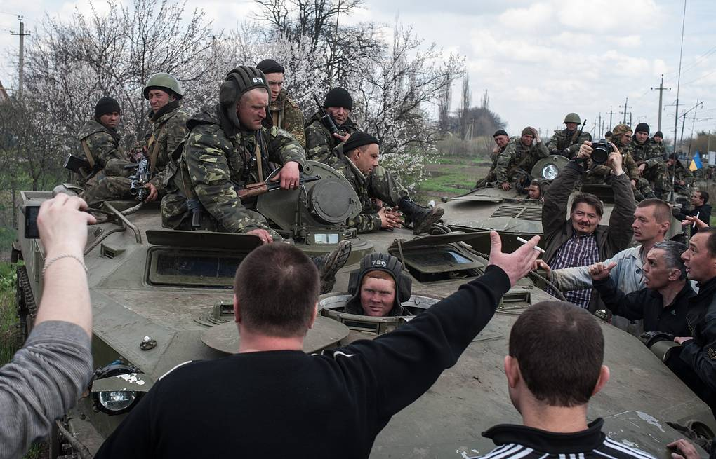 People block a column of Ukrainian Army combat vehicles on their way to the town of Kramatorsk AP Photo/ Evgeniy Maloletka