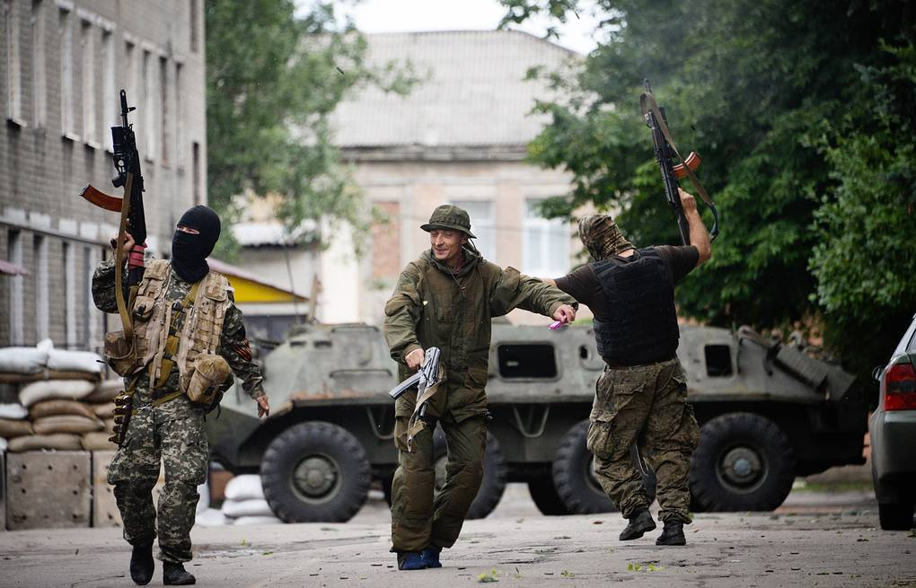 ITAR-TASS self-defense  militia fighters in Donetsk (Jun. 2014) EPA/STRINGER