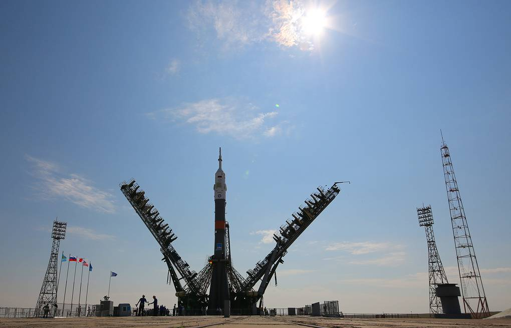 Soyuz-MS spacecraft being installed on a launch pad Marina Lystseva/TASS