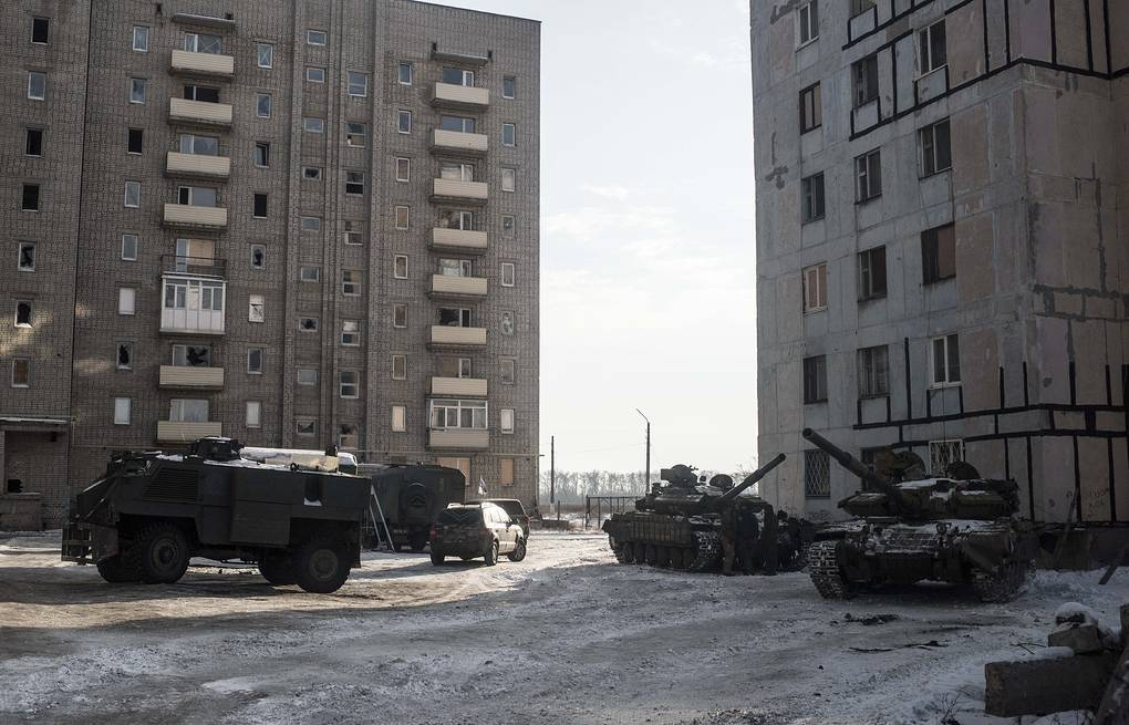 Ukrainian tanks stand in the yard of an apartment block in Avdeyevka, eastern Ukraine AP Photo/Evgeniy Maloletka