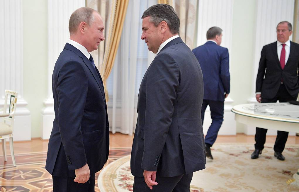 Russia's President Vladimir Putin and Germany's Minister of Foreign Affairs Sigmar Gabriel  Alexei Druzhinin/Russian Presidential Press and Information Office/TASS