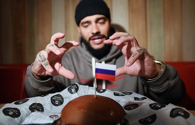 Russian hip hop star Timati during presentation of the 'presidential burger' Mikhail Pochuyev/TASS