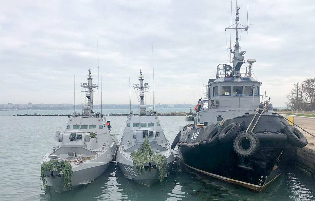 The Nikopol gunboat, the Berdyansk gunboat, and the Yany Kapu tugboat (L-R) of the Ukrainian Navy tugged to the Kerch Seaport Crimean Branch of the Russian Federal Security Service/TASS