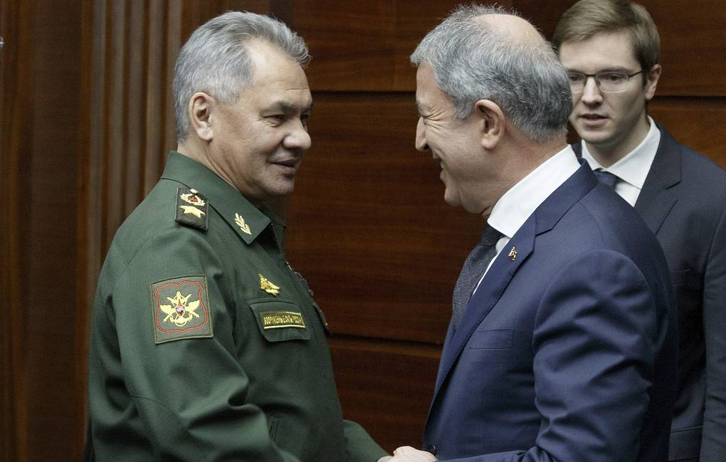 Russian Defense Minister Sergei Shoigu, left, and Turkey's Defense Minister Hulusi Akar Vadim Savitsky, Russian Defense Ministry Press Service via AP