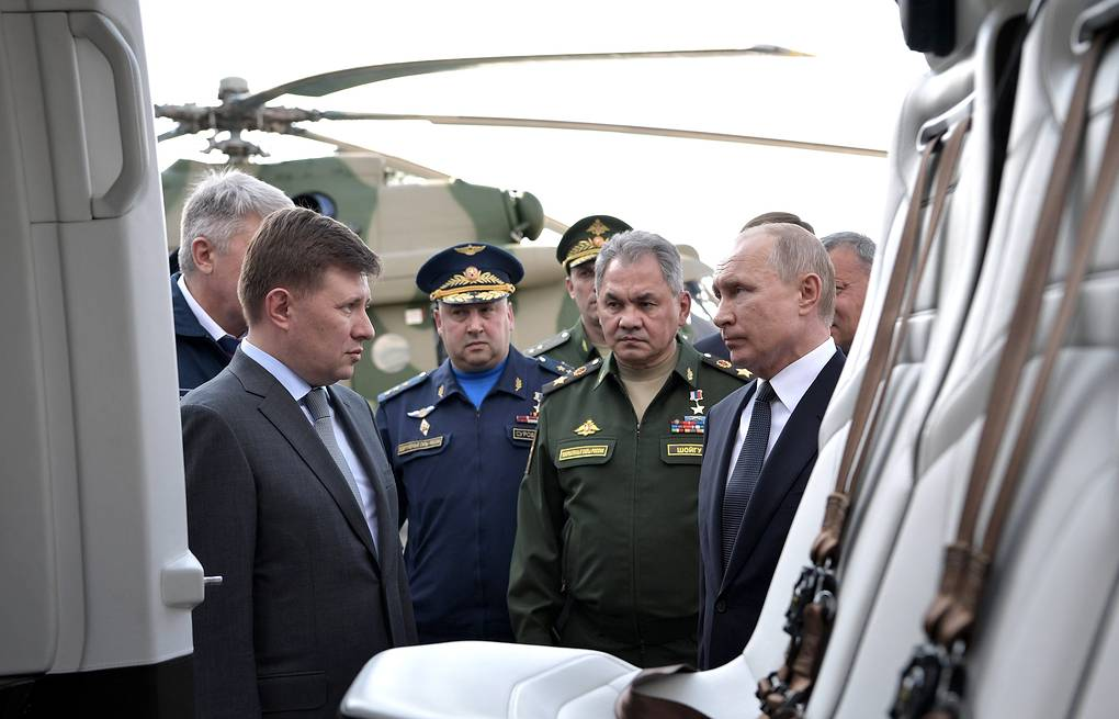 Russian Helicopters General Director Andrei Boginsky, Sergei Surovkin, commander of the Russian Aerospace Forces, Russia's Defense Minister Sergei Shoigu and Russia's President Vladimir Putin  Alexei Nikolsky/Russian Presidential Press and Information Office/TASS